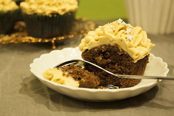 Schoko-Cupcake_Erdnuss-Frosting_angeschnitten